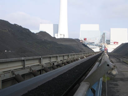 Conveyor_belt_transporting_Coal